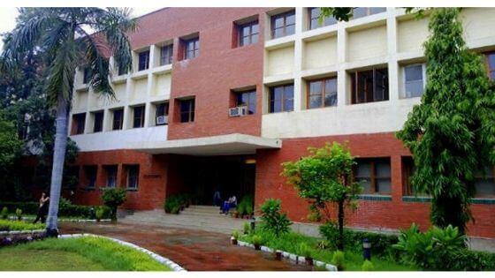 delhi school of economics uot mba